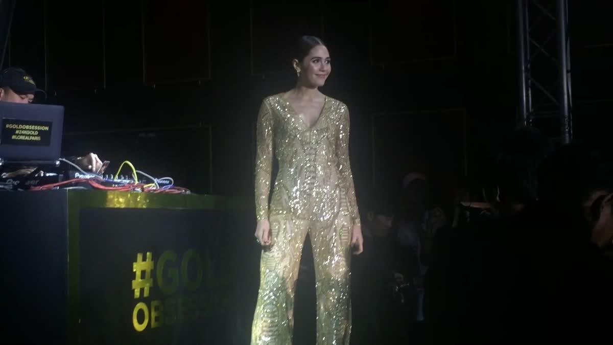 ชมพู่ อารยา ในชุดบอดี้สูทสีทอง หุ่นไม่เป๊ะจริงใส่ไม่ได้นะชุดนี้!