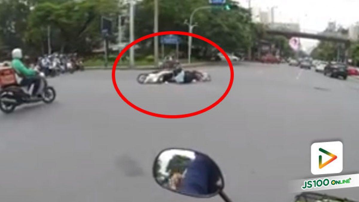 คนมักง่ายเจอคนมักง่าย เจ็บตัวด้วยรถพังด้วย.. (18/08/2020)