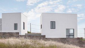บ้านแฝด ตัวอย่างทางแก้ข้อจำกัดพื้นที่ต่างระดับในงบประหยัด