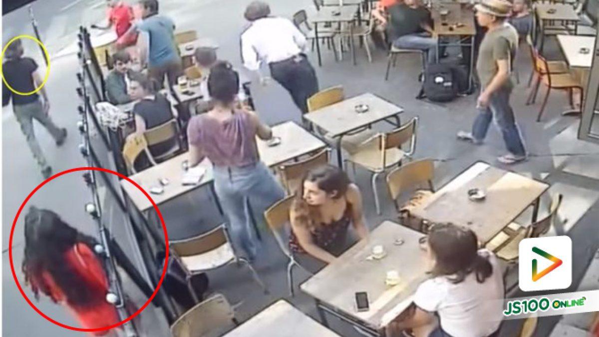 คลิปนาทีหญิงสาวโดยชายแปลกหน้าทำร้ายกลางถนนในกรุงปารีส (02-08-61)