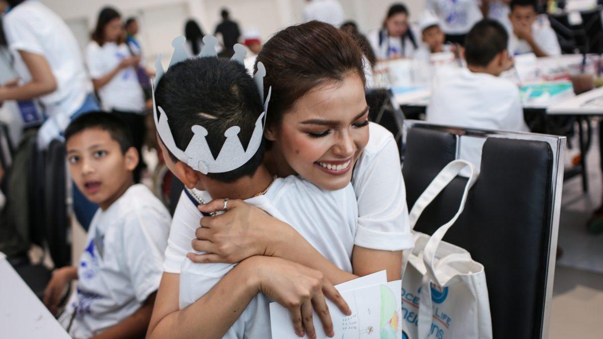 ฟ้าใส ปวีณสุดา ส่งต่อรอยยิ้มและโอกาสด้วยหัวใจ กับโครงการ We Are One by Fahsai