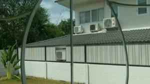 หนุ่มวอนช่วยหาทางออก หลังเพื่อนบ้านสร้างที่กั้น ต่อรั้วบ้านจนเกินงาม
