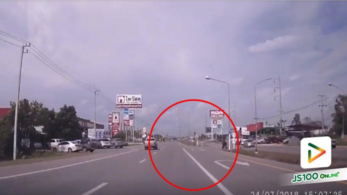 คลิปเก๋งย้อนศรมากตัดหน้ารถทางตรงมากลับรถ (25-07-61)
