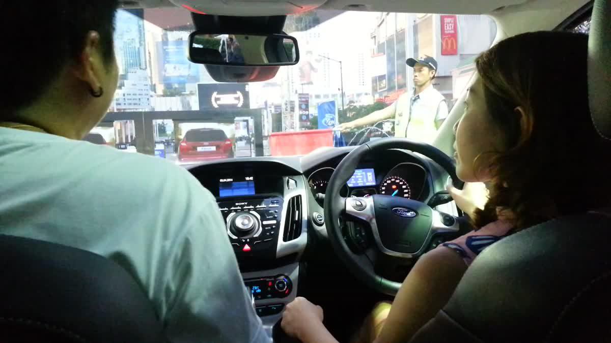Ford Focus ระบบช่วยเบรกที่ความเร็วต่ำ (Active City Stop)