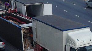 รถบรรทุกนมกล่องหนัก 18 ตัน พลิกคว่ำ กีดขวางถนนกัลปพฤกษ์ จราจรหนึบ