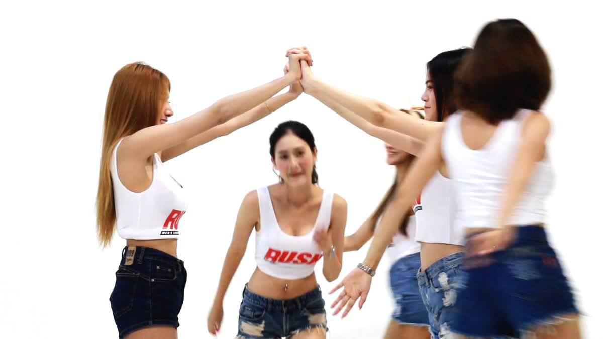 สาวๆ RUSH Sassy Club 2016 ชวนหนุ่มๆ ไปเล่นน้ำสงกรานต์