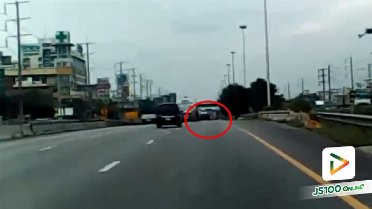 เปิดคลิปอุบัติเหตุรุนแรง รถบรรทุกน้ำมันพืชพุ่งข้ามเกาะกลางถนนพระราม 2 ชนรถอีกหลายคัน มีผู้เสียชีวิต 3 คน