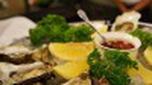 กุ้งล็อปสเตอร์สดๆ หอยนางรมระดับพรีเมี่ยม ที่ the DOCK สยามพารากอน