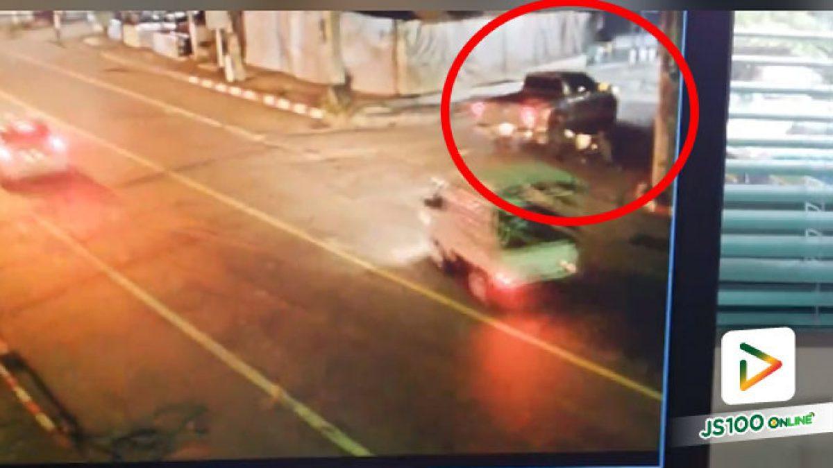 ตามล่า! ปิคอัพเลี้ยวกินเลนเฉี่ยวชนจยย.ล้ม ซ้ำทับรถก่อนหลบหนี
