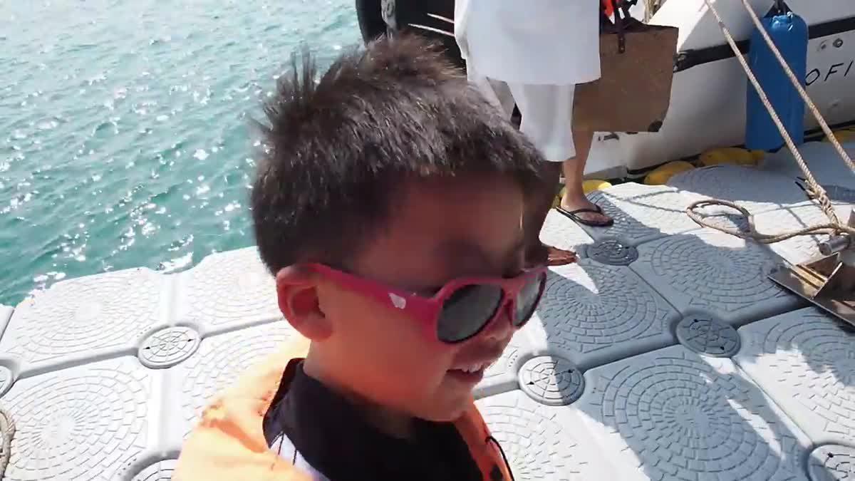 น้องเกรซน้องกายเล่นน้ำทะเลที่ห้องเกาะ จังหวัดกระบี่