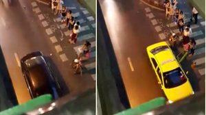 ชื่นชม ! ตำรวจจราจร BTS อุดมสุข ยืนโบกแท็กซี่ให้ประชาชน