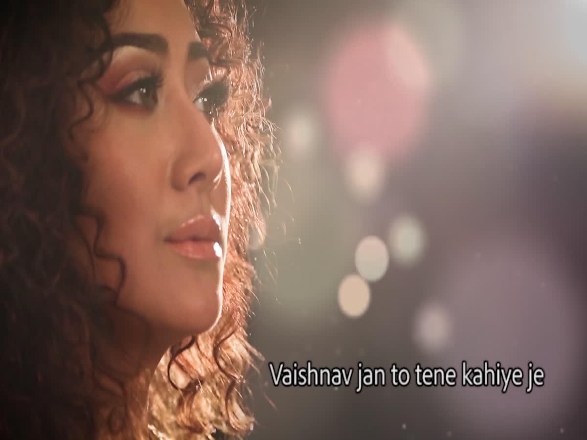 """แอน มิตรชัย ขับร้องเพลงภาษาเก่าแก่ของอินเดีย """"Vaishnava Janato"""""""