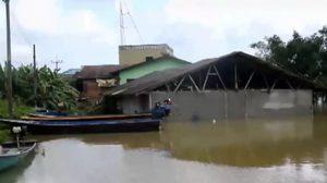 นราธิวาสยังวิกฤต น้ำท่วมกระทบ 13 อำเภอ ภาคใต้ยังมีฝนต่อเนื่อง