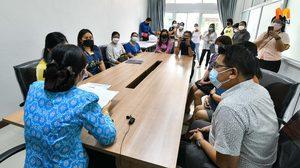 ผู้ปกครองรวมตัวร้อง ศธ.จังหวัดนนทบุรี โรงเรียนคืนค่าเทอมไม่เป็นธรรม