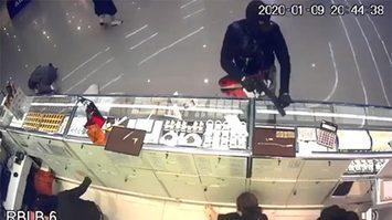 ตร.พอรู้แล้ว คนร้ายปล้นทองที่ห้างดังลพบุรี