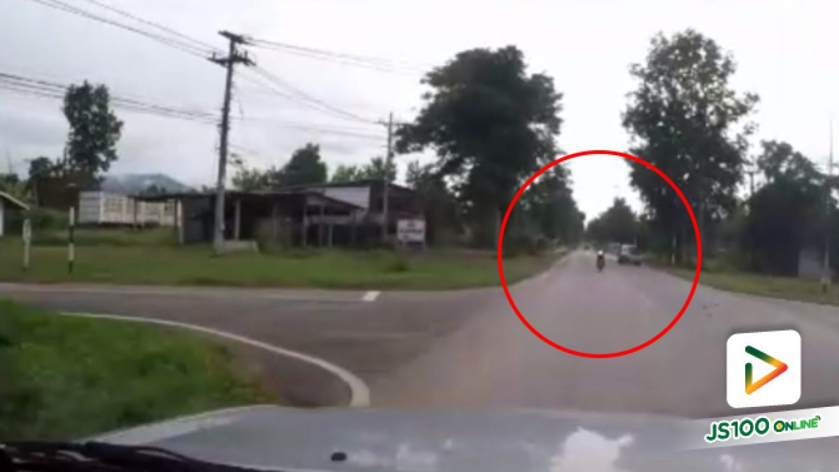 คลิปนาทีจยย.หักจะเลี้ยวเข้าซอยตัดหน้ารถทางตรงหวิดชน (20-09-61)