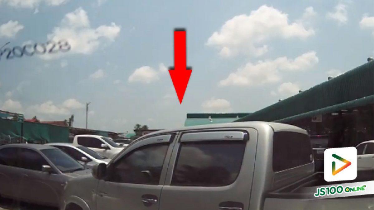 คลิปกระบะตัดหน้าแย่งที่จอดรถ (12-04-61)