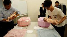หนุ่มโสดชาวญี่ปุ่น แห่เรียน ศิลปะของการ เลี้ยงลูก เพิ่มคุณสมบัติ เพื่อ หาคู่