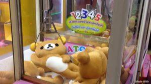 เหมาหมดตู้!! หนุ่มโชว์เทคนิคคีบตุ๊กตา รีลัคคุมะ ระดับเทพ