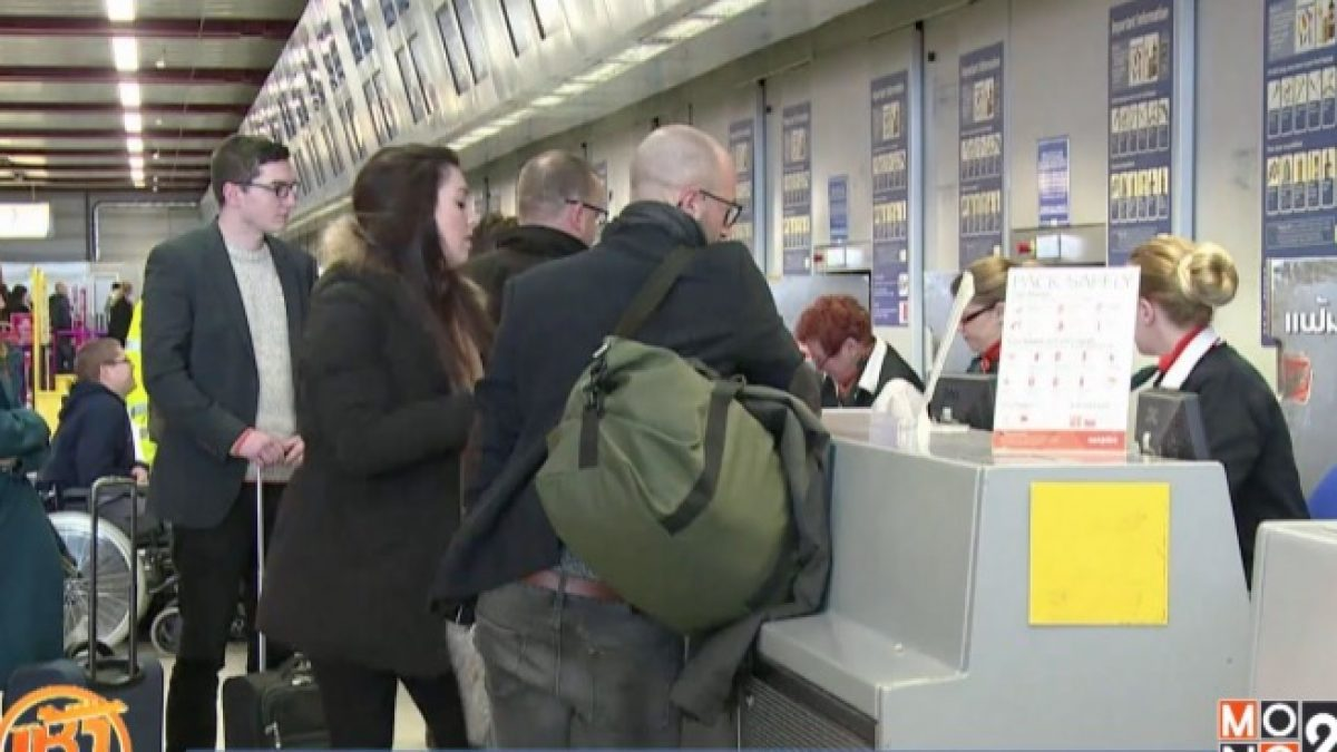 """ปัญหาสายการบิน """"จำหน่ายตั๋วเกินที่นั่ง"""""""