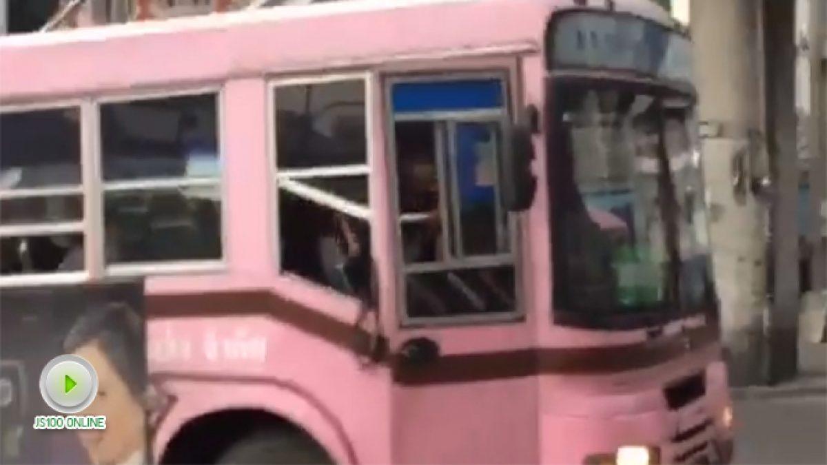 คนขับรถเมล์รถเมล์เส้น ม.ธรรมศาสตร์ (ศูนย์รังสิต) - สนามหลวง พูดจาหยาบคาย แถมปาของใส่รถเมล์อีกคัน (14-11-60)