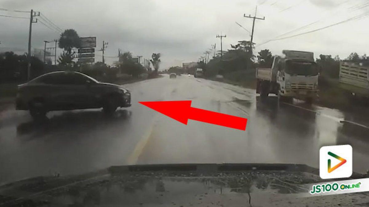 ถนนยิ่งลื่นๆ ยังเจอพวกกลับรถงี้ ใจหายวาบมั้ยล่ะ.. (13/01/2021)