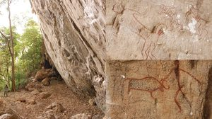 """เขตห้ามล่าสัตว์ป่าถ้ำประทุน ชวนเยี่ยมชมภาพเขียนสีโบราณ """"เขาปลาร้า"""" อายุ 3,000-5,000 ปี"""