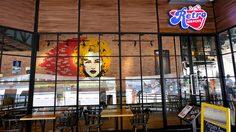 พาย้อนเวลาไปยุค 90s กับร้าน Retro Bar & Café คาเฟ่ เมืองทองธานี