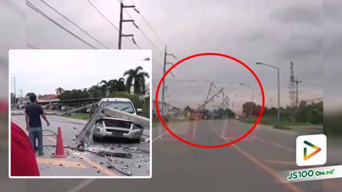 ปิคอัพเสียหลักพุ่งชนเสาไฟฟ้าหัก ก่อนดึงกันล้มอีก 9 ต้น ทับรถยนต์เสียหาย 5 คัน