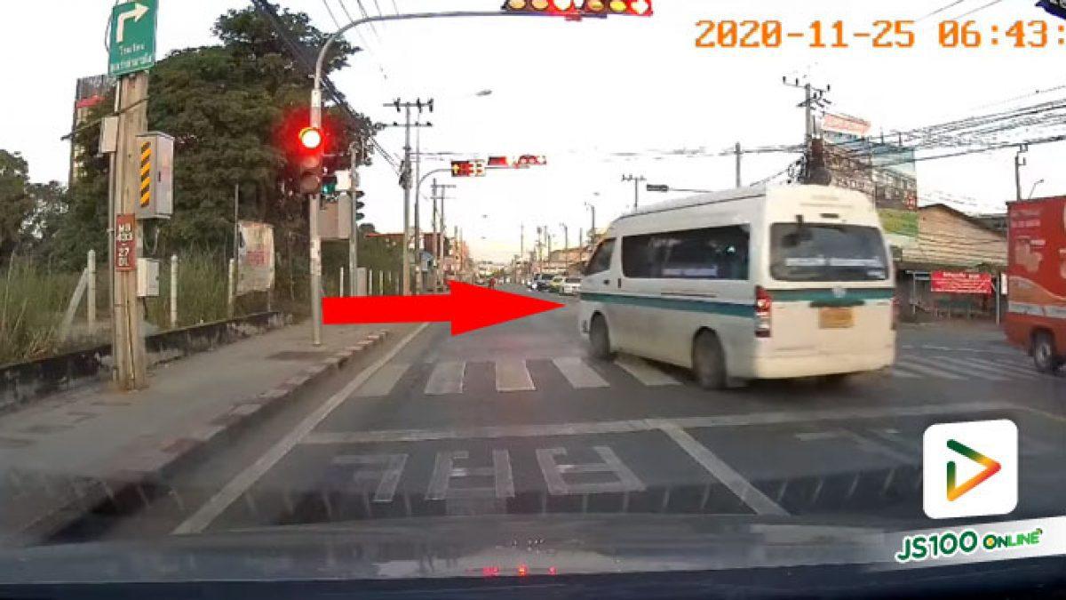 รีบไปส่งผู้โดยสาร อยู่เลนไหนไม่สำคัญขอแค่ฝ่าไฟแดงพอ!! (25/11/2020)