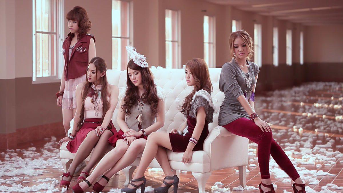 เพื่อนกันพูดไม่ได้ทุกเรื่อง - Candy Mafia [Official MV]