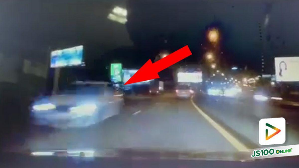 นี่ทางด่วนนะ ขับย้อนศรกลางถนนได้ด้วย?!