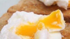 เคล็ดลับการทำ Poached egg ไข่ดาวน้ำนุ่มๆ บนขนมปัง