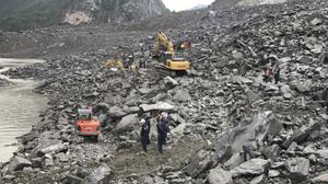 ดินถล่มทับบ้านปชช. ที่จีน ทำสูญหายกว่า 140 คน