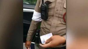 ตำรวจแจงดราม่า ออกใบสั่งสาวรถเสียบนถนน