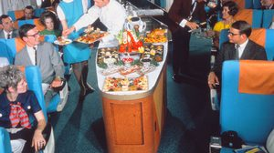 ภัตตาคารลอยฟ้า! อาหารสุดอลังที่เสิร์ฟบนเครื่องบินในอดีต