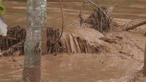 กำแพงเพชร ฝนตกต่อเนื่อง ทำน้ำป่าไหลหลาก 2 อำเภอ วิกฤติ