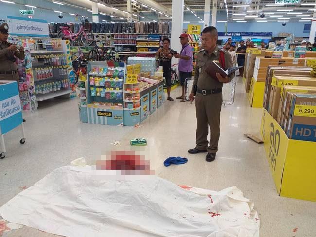 สยองกลางเมืองเพชรบุรี หนุ่มเลือดร้อนถูกแทงดับในห้างดัง!