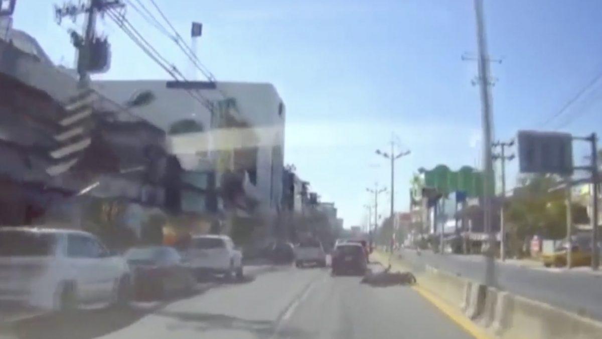 รถยนต์เก๋งชนตำรวจเจ็บสาหัส จ.ชลบุรี
