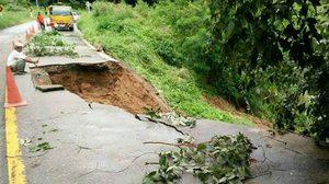แจ้งปิดถนน เส้นทาง 1175 อ.บ้านตาก-อ.แม่ระมาด หลังฝนตกหนักดินทรุด