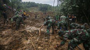 น้ำท่วมดุ ถล่มเกาะชวา อินโดฯ อ่วม ดับ 24 ศพ
