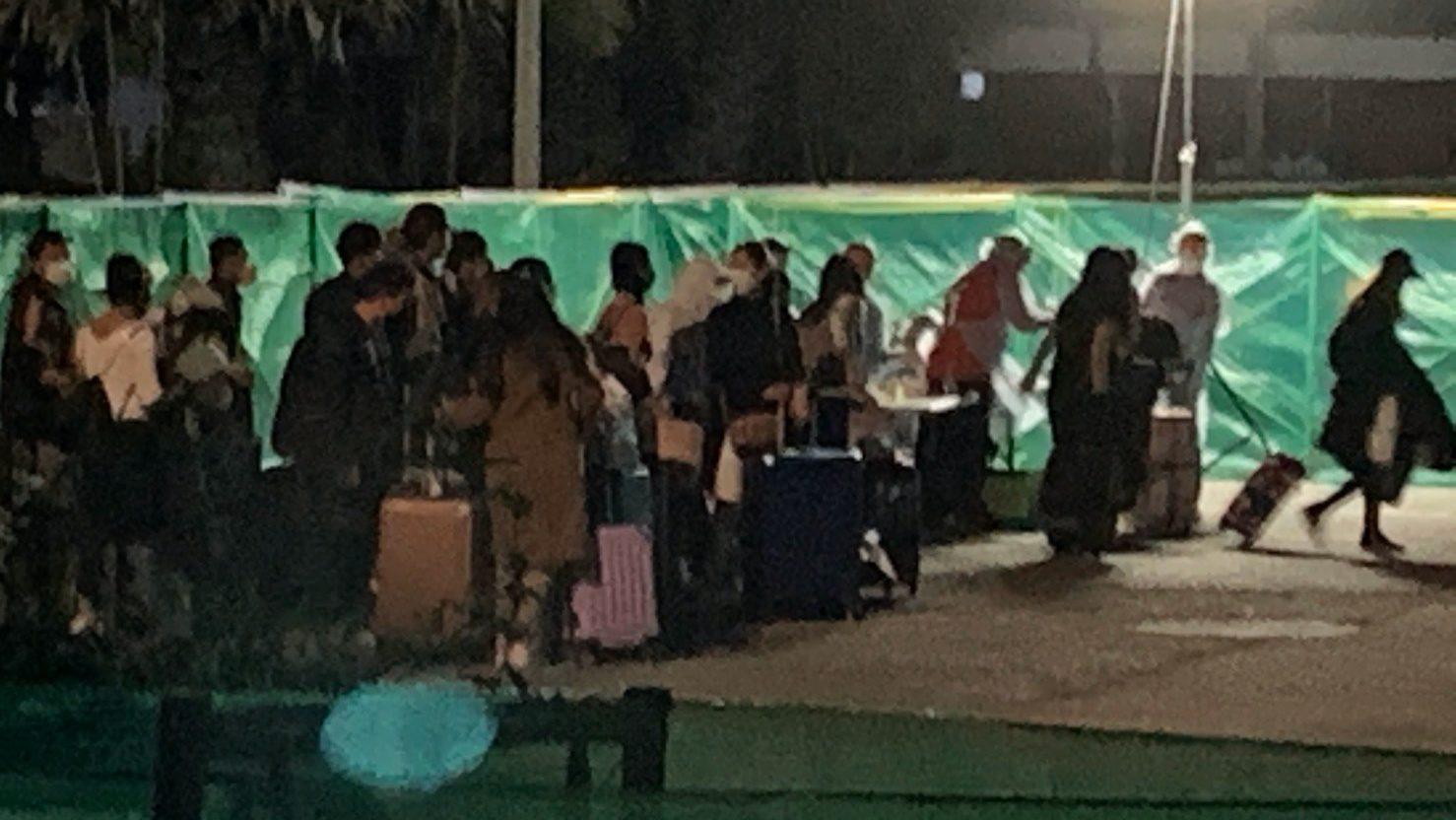 กองทัพเรือ เปิดอาคารรับรองสัตหีบ รับคนไทยกลับจากเกาหลีใต้ ชุดแรก 60 คน