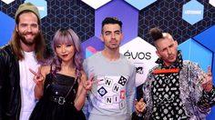 นักร้องซุป'ตาร์ ชักแถวรับรางวัล MTV EMAs 2016