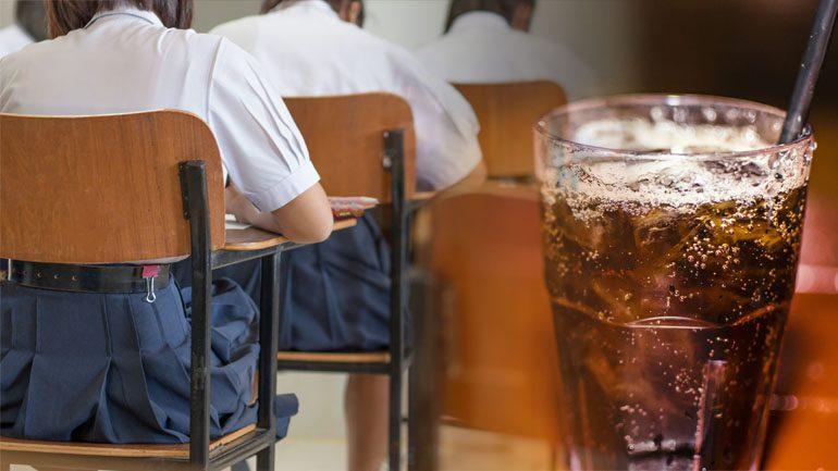 กทม.สั่งโรงเรียน งดขายน้ำอัดลมป้องกัน 'โรคอ้วน' ในเด็กนักเรียน