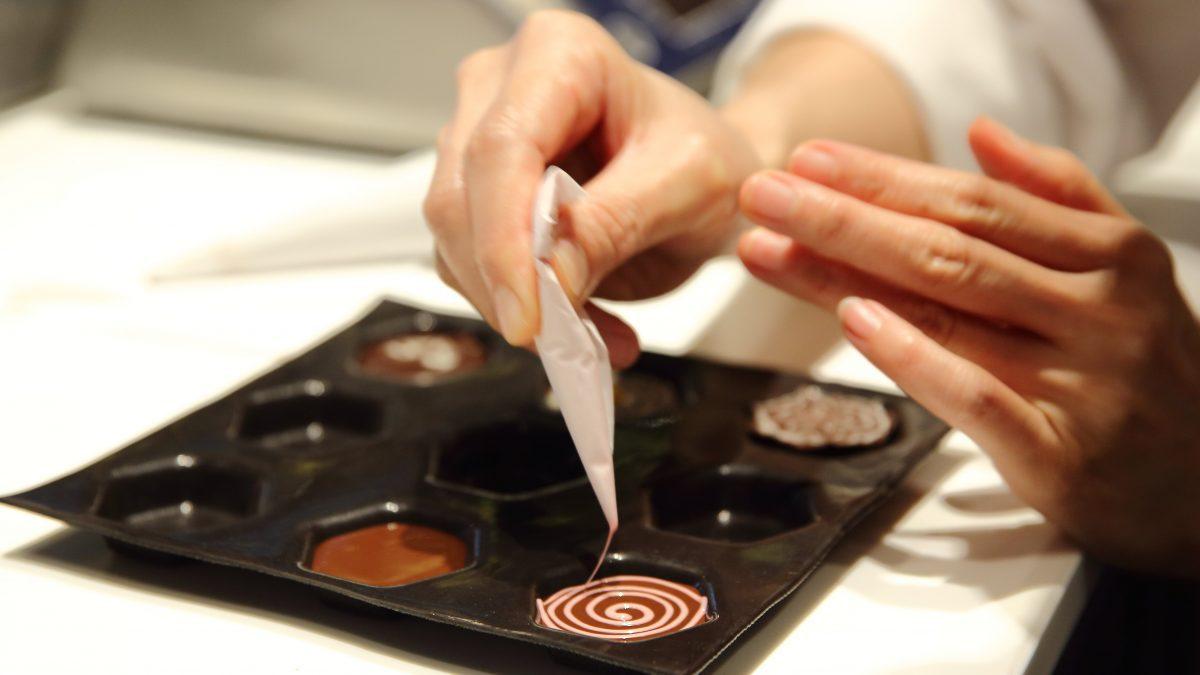 วิธีตกแต่งวาดลาย ช็อกโกแลตโฮมเมด เป็น ของขวัญวาเลนไทน์ด้วยตัวเอง