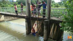 น้ำป่าเขาแก้วน่าห่วง!! ชาวบ้านเร่งเปิดฝายระบายน้ำป้องกันน้ำท่วมหมู่บ้าน