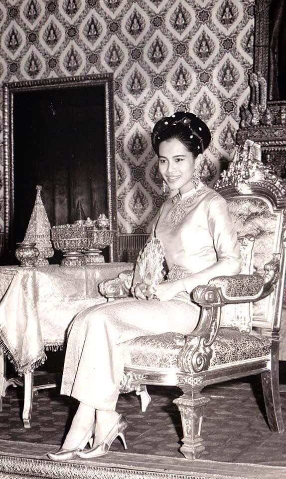 queen-sirikit-dress-10
