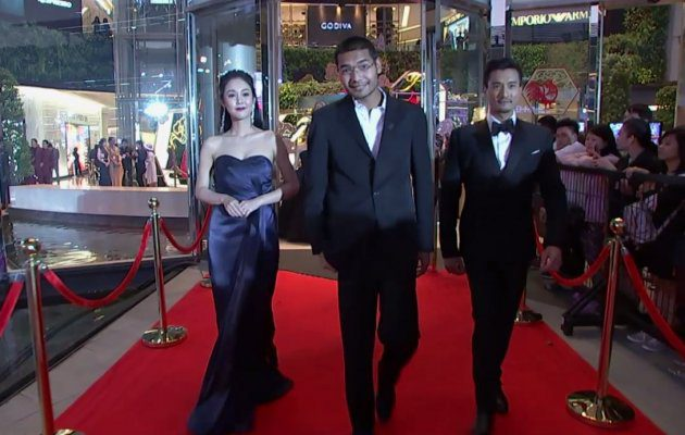 ทีมงาน ตำนานสมเด็จพระนเรศวร The Series เดินพรมแดง  ในงานประกาศผลรางวัล MThai Top Talk-About 2017