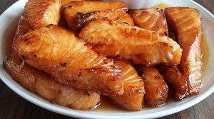 สูตร แซลมอนทอดราดน้ำปลา จากวัตถุดิบญี่ปุ่นกลายเป็นเมนูไทยๆ