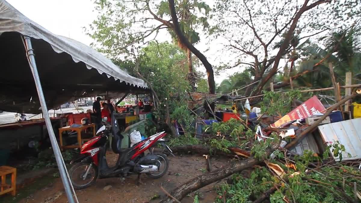 ร้านค้า-ป้ายโฆษณาได้รับความเสียหาย หลังพายุฝนถล่ม